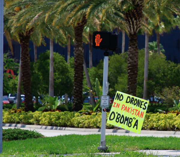 "No drones in Pakistan, O""bomb""a. Signs & banners seen in the Tampa Bay area Memorial Day 2009"